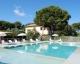 La piscina disponibile ai clienti che affittano appartamenti